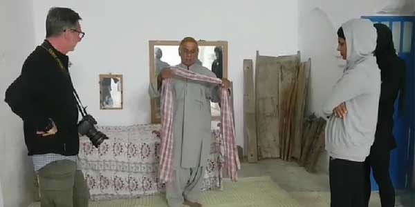 Photo of آموزش استفاده از لنگ بلوچی به توریست های ایتالیایی + فیلم