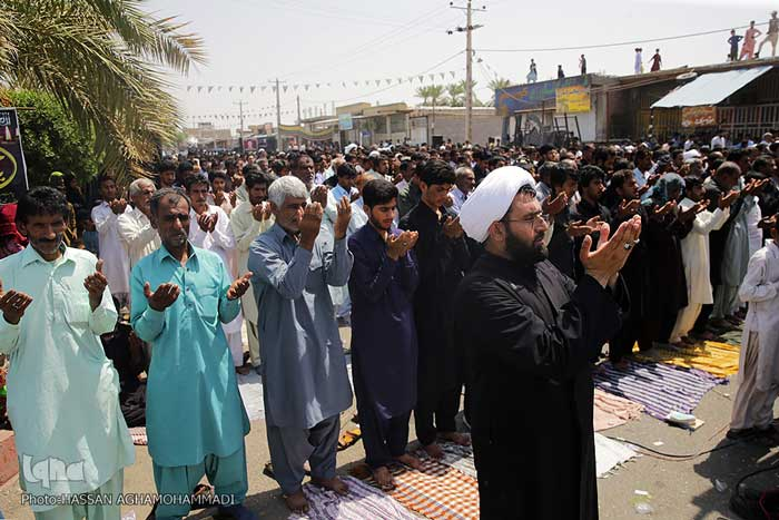 تصاویر نماز ظهر عاشورا در جازموریان